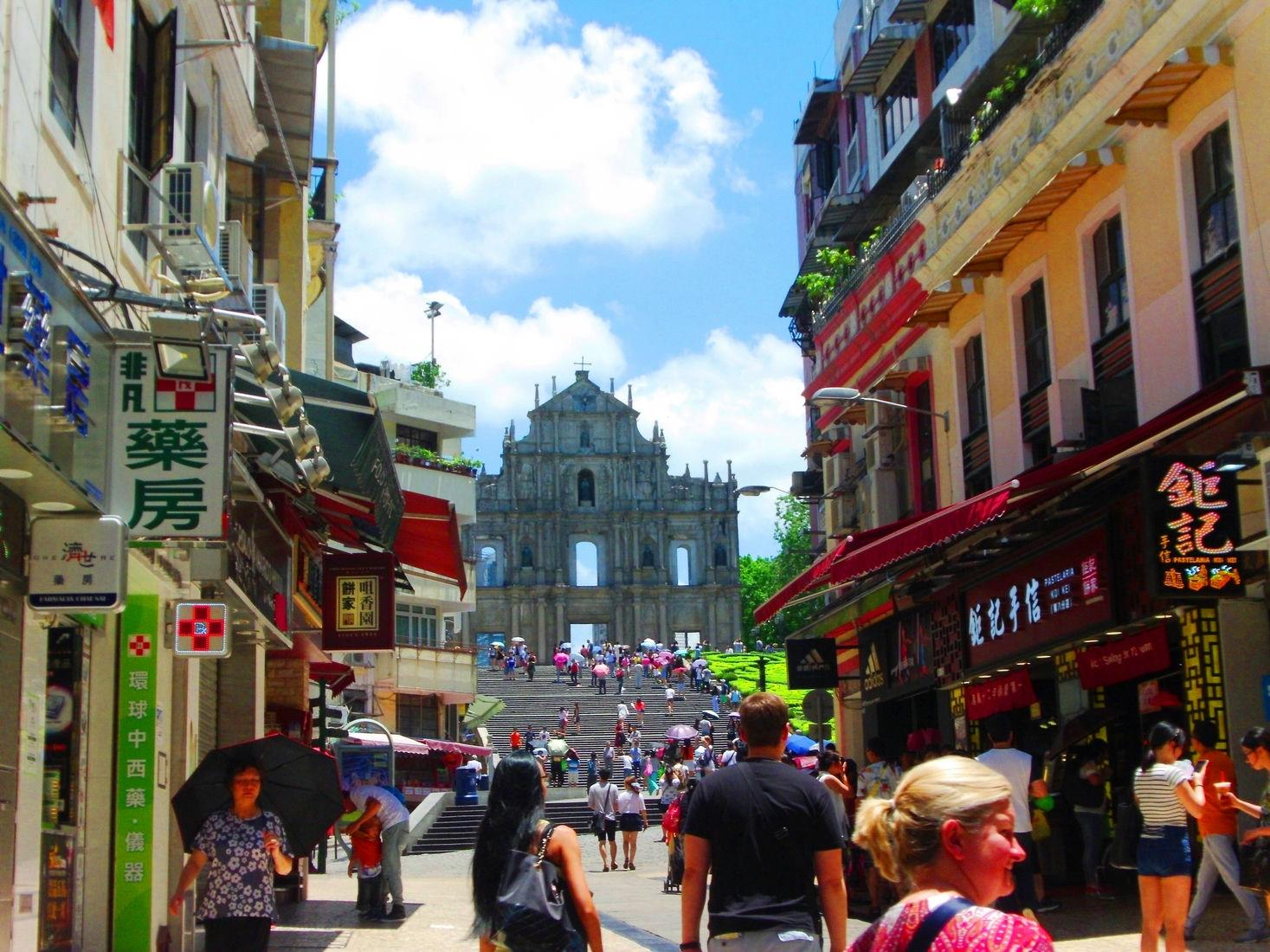Macau-souvenir-Street-next-to-St-Pauls-Ruins