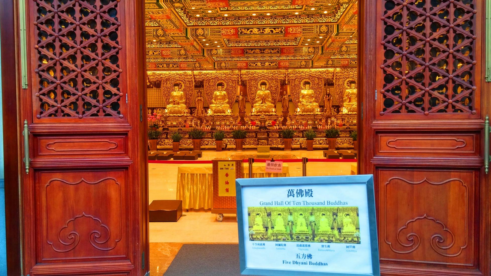en Thousand Buddhas Hall entrance