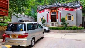 Toyota Alphard at Lin Fa Kung Temple