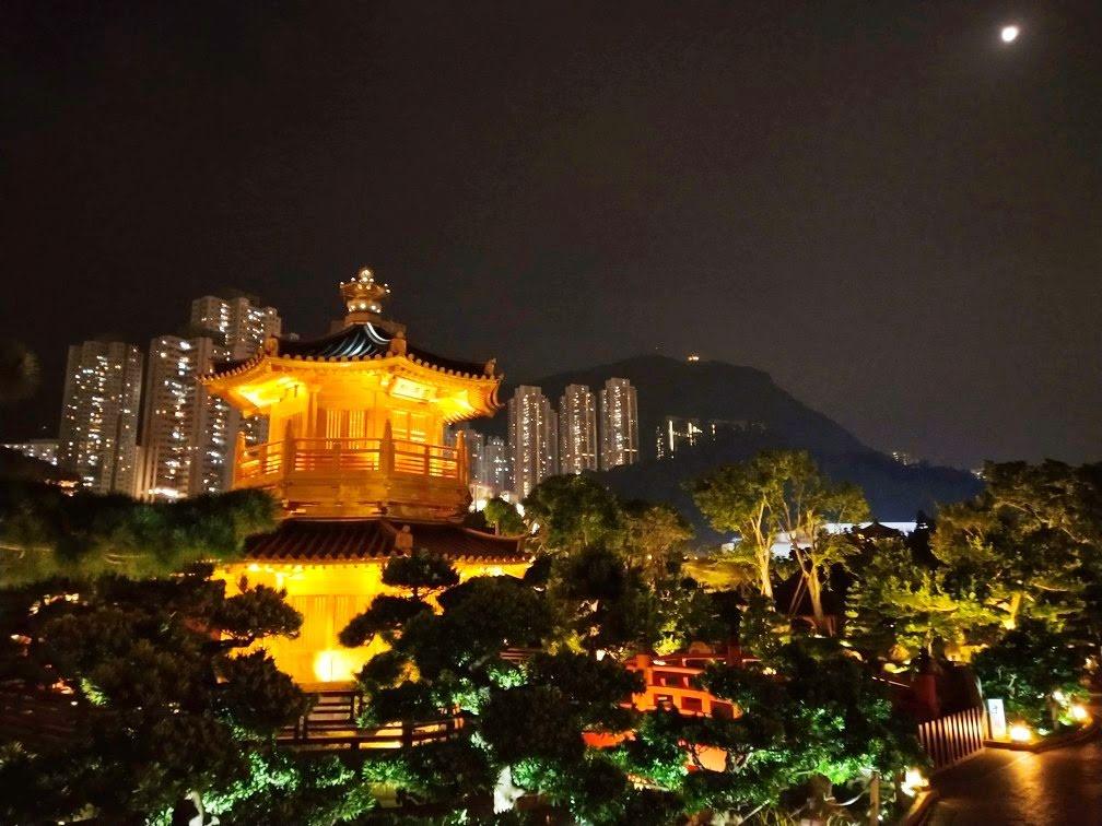 Pavilion of Harmony of Nan Lian Garden at night