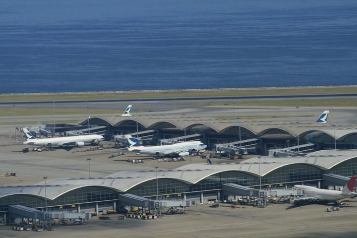 Hong Kong Airport Cathay Pacific Airline flights