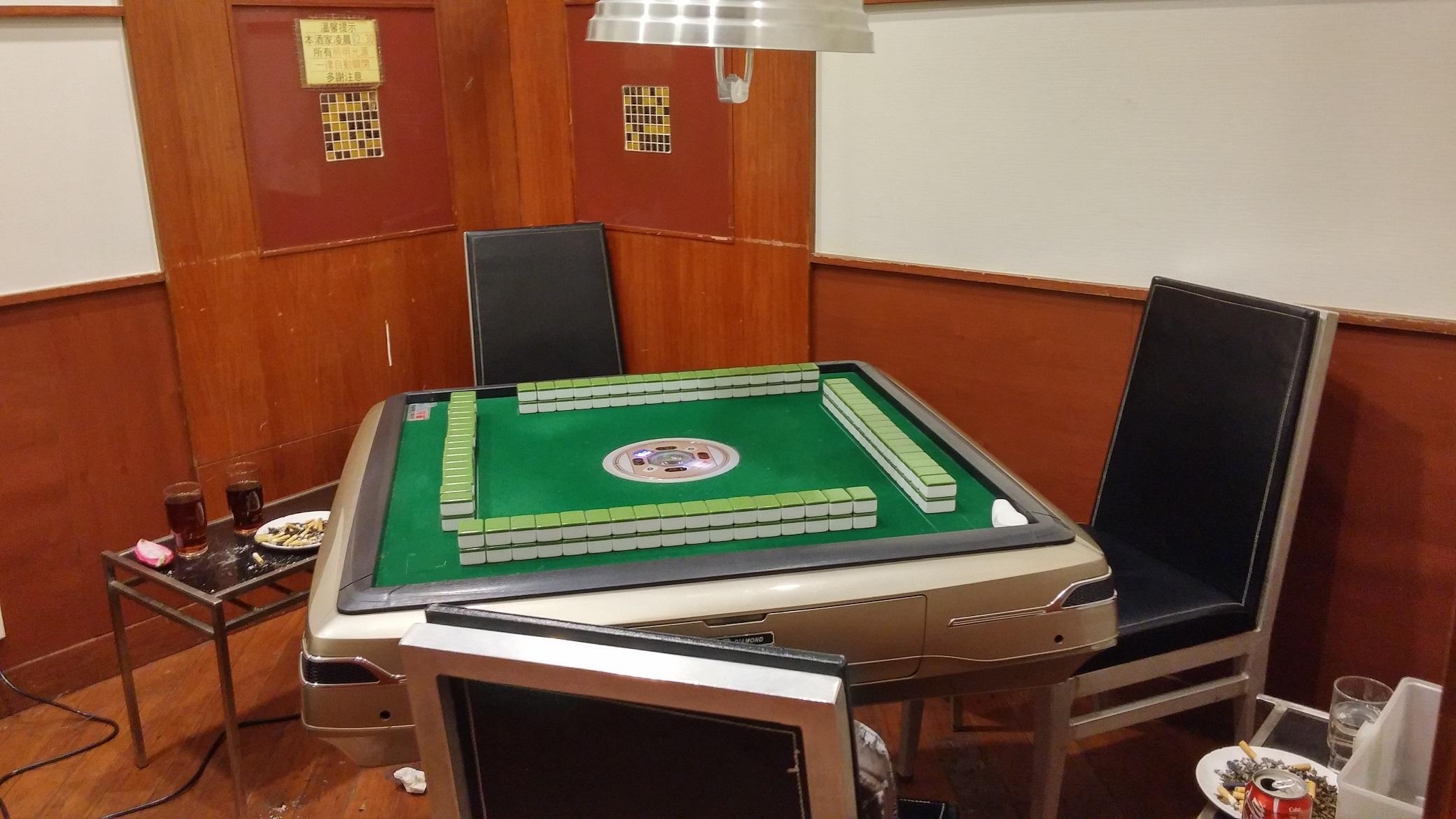 Electronic mahjong table