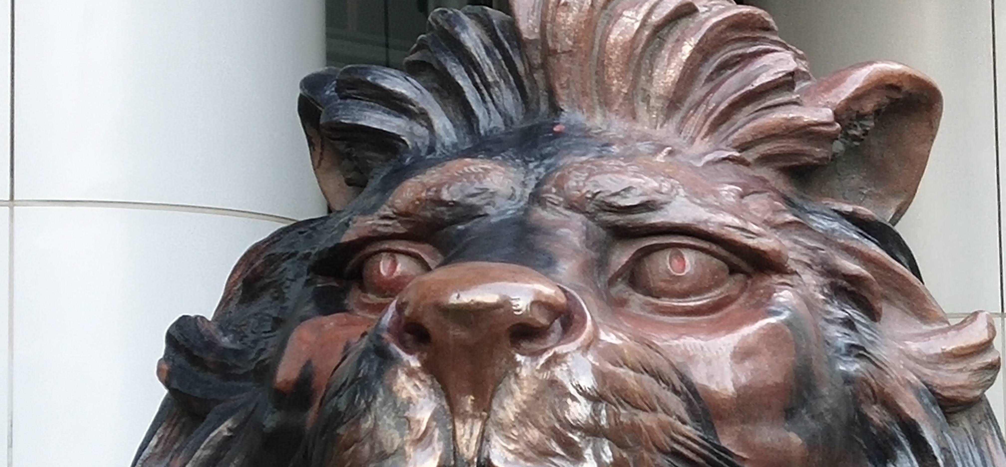 burnt mane of lion statue Stitt of HSBC