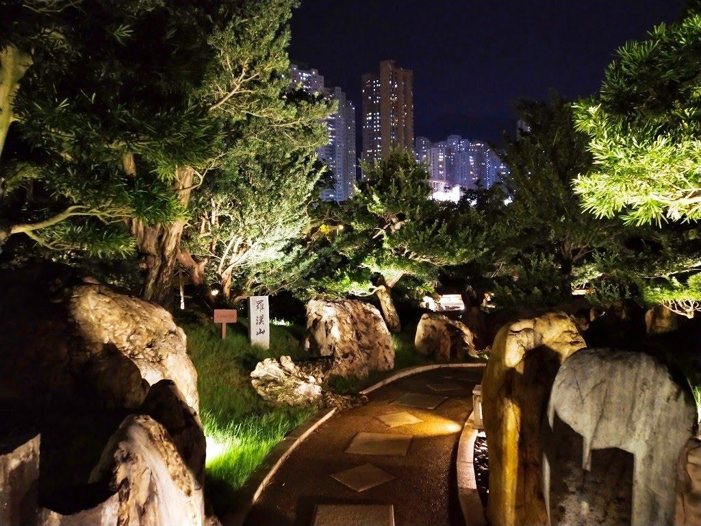 Walking path in Nan Lian Garden at night