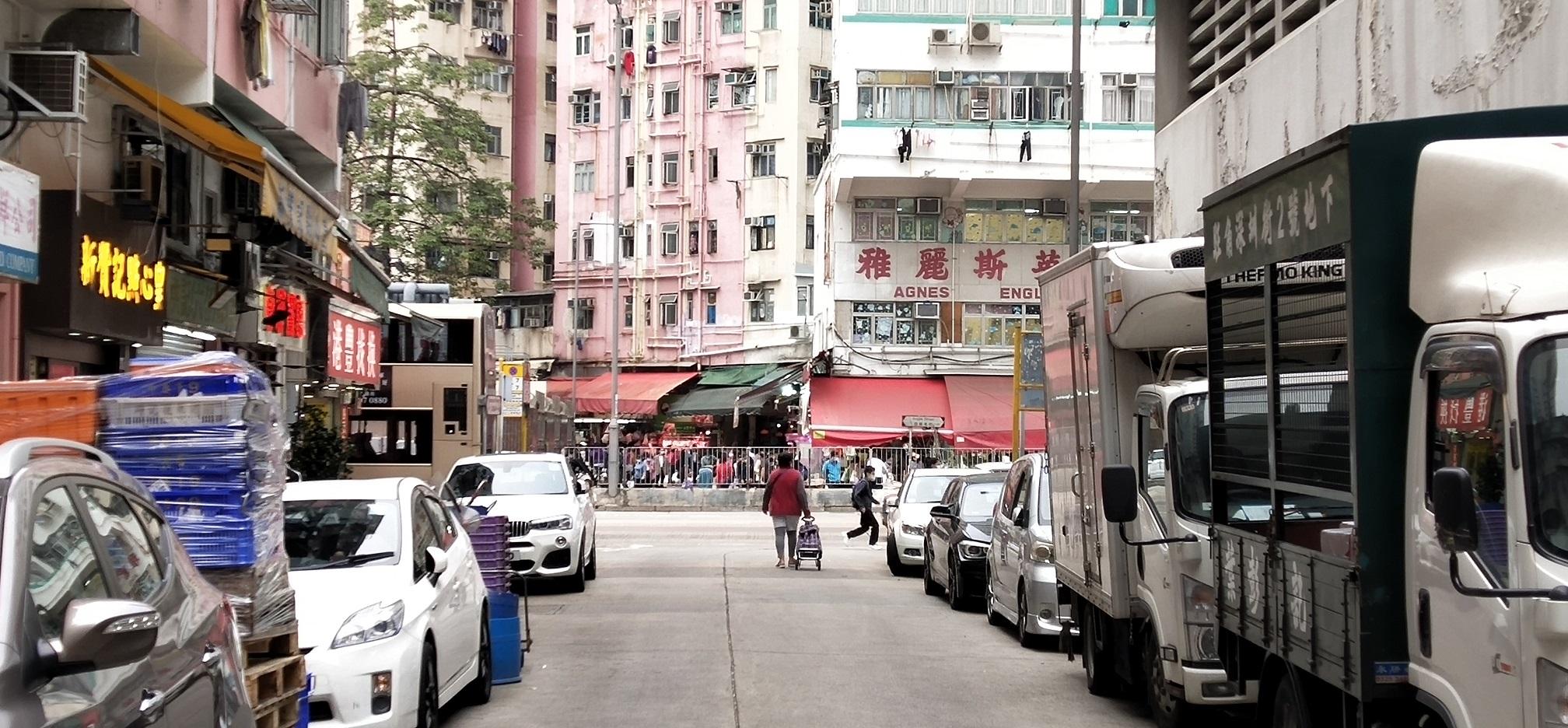 The short Sham Chun Street lies across the busy Argyle Street.