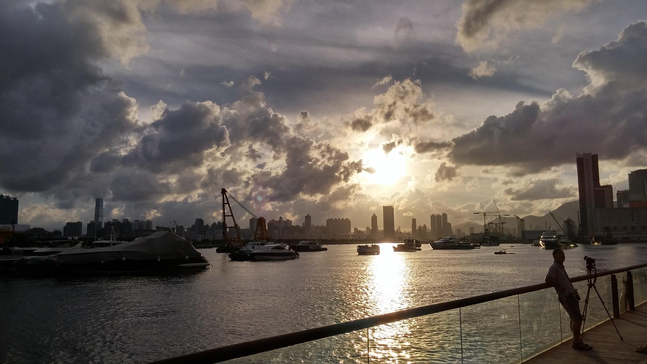 Sunset at Kwun Tong Promenade.