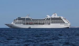 Oceania Insignia at sea